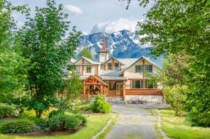 bigstock-Luxury-house-over-fantastic-mo-47696926